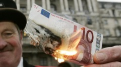 Man burning a euro